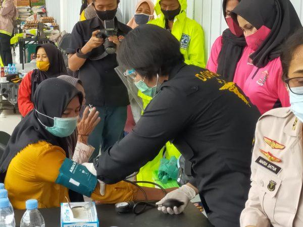 TIM BAKSOS Bib Dokkes Polda Kalsel Siap Siaga di Posko Bencana Banjir