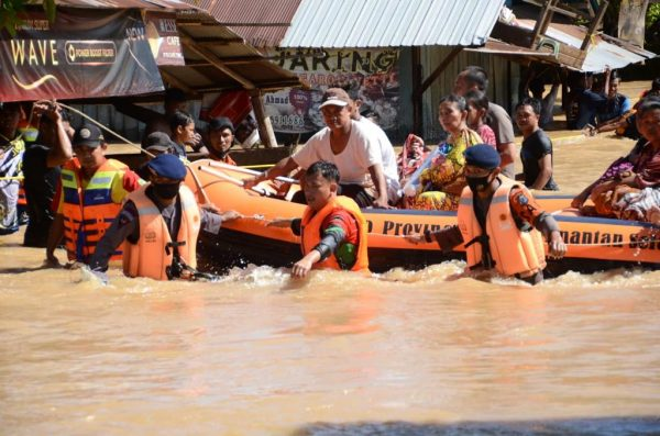 RATUSAN PERSONEL Brimob dan Polairud Polda Kalsel 'Diterjunkan' ke Sejumlah Desa di Empat Kabupaten