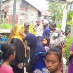 BAGI-BAGI Nasi Bungkus dan Sembako Dilakukan Tiga Pilar Banjarmasin Barat