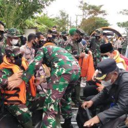 DISERAHKAN Bantuan Pemerintah Pusat untuk Korban Banjir di Kalsel
