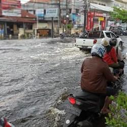 KIRIMAN DAN PASANG Air Sungai Perparah Banjir di Banjarmasin
