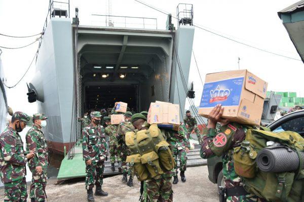 DIKERAHKAN Tiga Kapal TNI AD Angkut Bantuan Kemanusiaan, Tiba di Kalsel