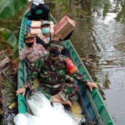 KOMPAK Pilar Labuan Amas Utara Naik Perahu Distribusi Logistik ke Mantaas