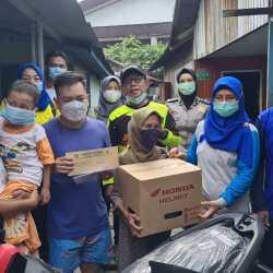 DIREKSI PDAM Bandarmasih Antarkan Motor ke Rumah Pemenang Undian Teladan