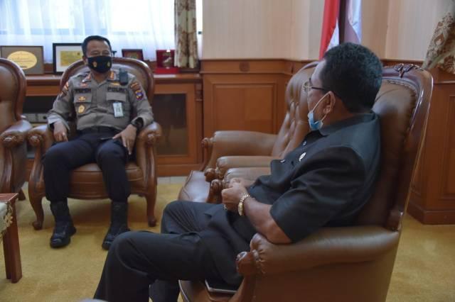 Direktur Samapta Polda kalsel bersama Ketua DPRD Provinsi kalsel H. Supian HK