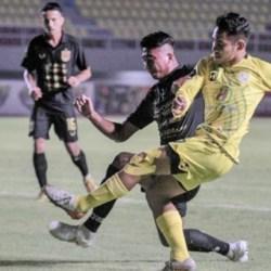 LAGA SENGIT! Barito Putera Taklukkan Arema FC 2-1