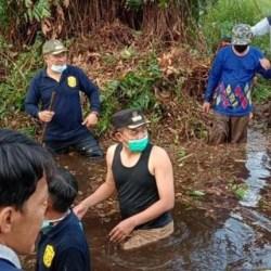 ANTISIPASI BANJIR, Kecamatan dan Warga Kolaborasi Buka Aliran Sungai di Banjarmasin Timur