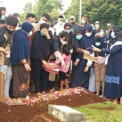 SATU LIANG dengan Sang Ayah, Legenda Bulu Tangkis Markis Kido Dikebumikan