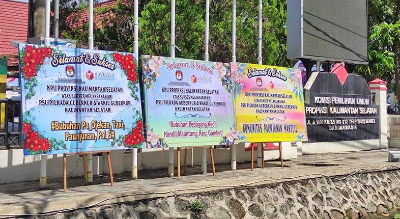PASCA PSU, KPU Kalsel Kebanjiran Papan Ucapan Bunga di Sekretariat