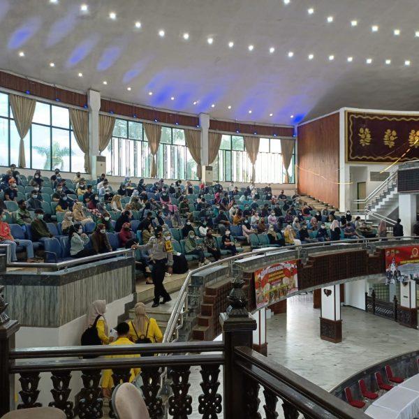 RIBUAN Masyarakat-Mahasiswa di Banjarmasin Bervaksinasi, 17 Tunda Hasil Screening dan Dua Terkonfirmasi Positif