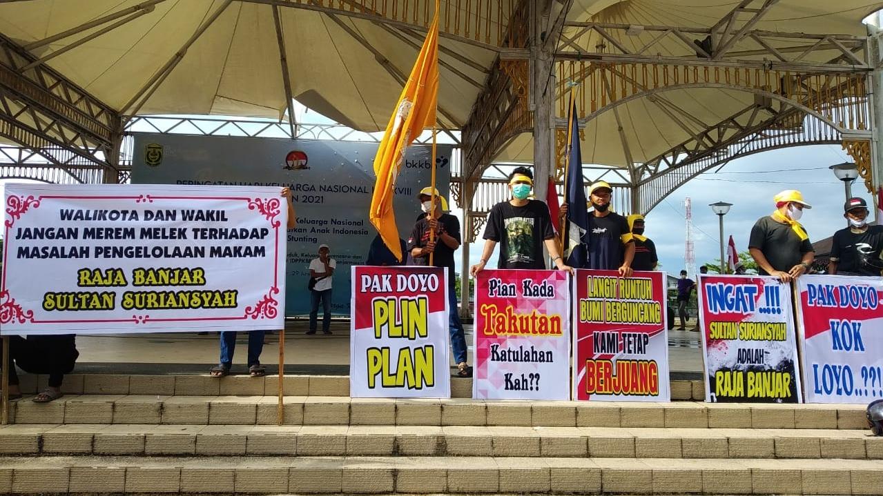 DINILAI LAMBAN, Massa Salah Satu Kubu Pengelola Makam Sultan Minta Doyo Diganti