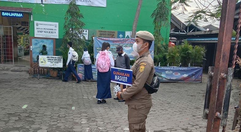 SATPOL-PP Diturunkan ke Sekolah di Banjarmasin