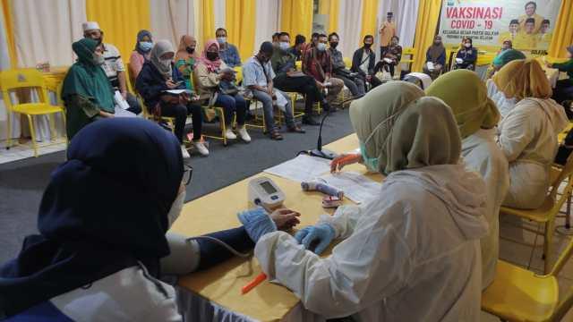 VAKSINASI Digelar DPD Partai Golkar Provinsi Kalsel bagi Kader dan Warga Umum (2)