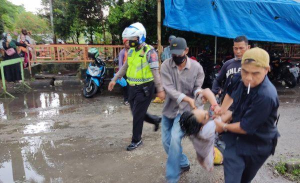 PEMABUK Bersajam Mengamuk Lawan Polisi Berakhir Dilumpuhkan dengan Tembakan