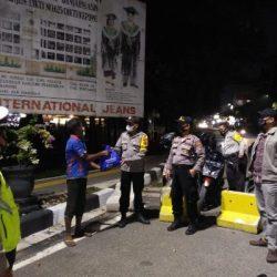KEPOLISIAN Sosialisasikan PPKM Level IV di Banjarmasin