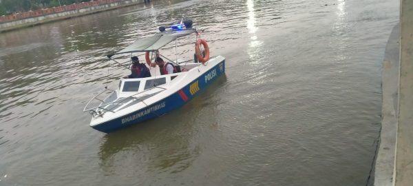 BERENANG Berpakaian Lengkap, Samsuni Hilang di Sungai Martapura