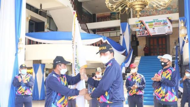 pimpin pelepasan kontingen atlet Pekan Olahraga Pelajar Daerah (POPDA) Kota Banjarmasin (2)