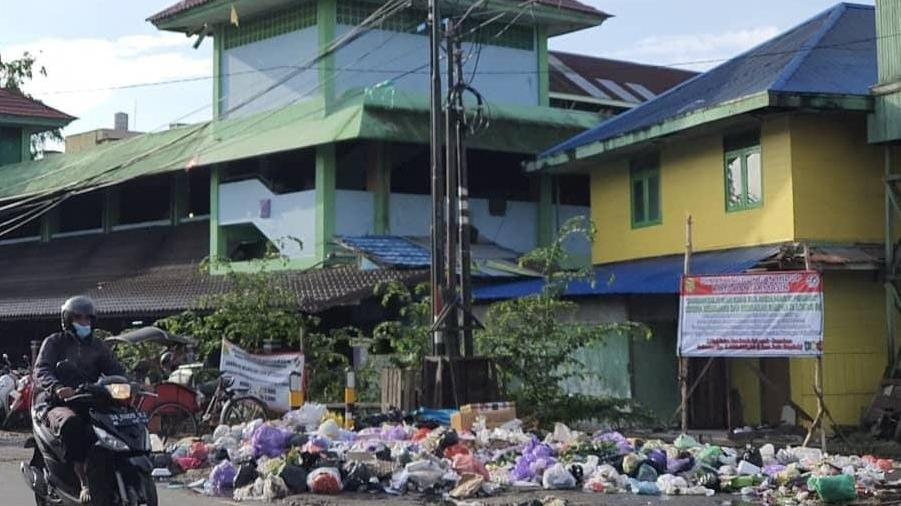 WALIKOTA GERAM Gegara eks-TPS Pasar Kuripan Kembali Dipenuhi Sampah