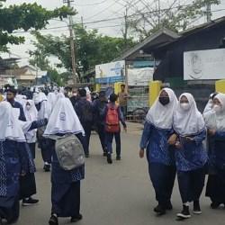 CATATAN PTM di Banjarmasin, Kerumunan Antar-Jemput Siswa