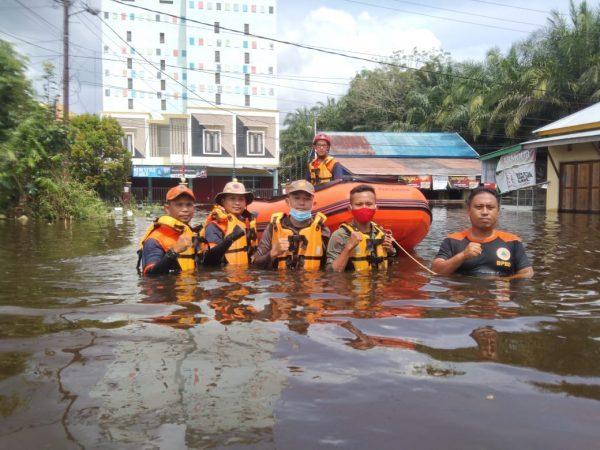 DIBERANGKATKAN Tim BPBD Kalsel Bantu Tanggulangi Banjir di Kalteng