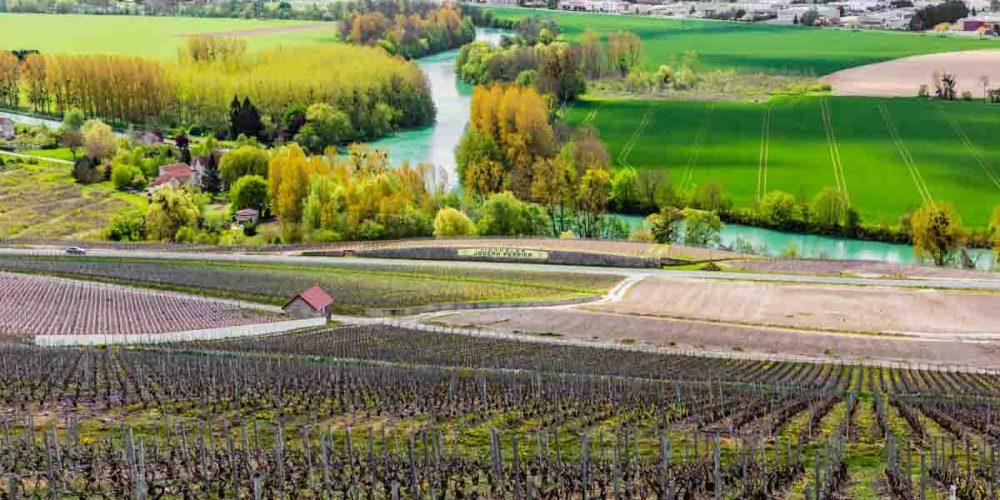 Região de Champagne com vista para o Rio Marne