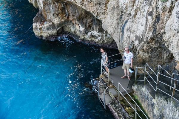 Maré Alta impedindo o acesso a Gruta Azul em Capri