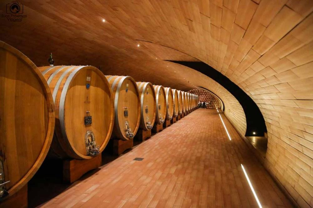 Área para envelhecimento do vinho Antinori - Vinícolas da Toscana Italia