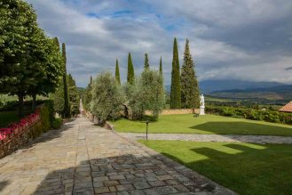 Entrada do Castelo Banfi nas Vinícolas da Toscana