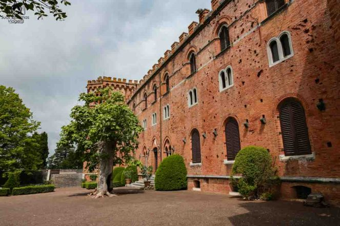 Castelo di Brolio nas Vinícolas da ToscanaItália