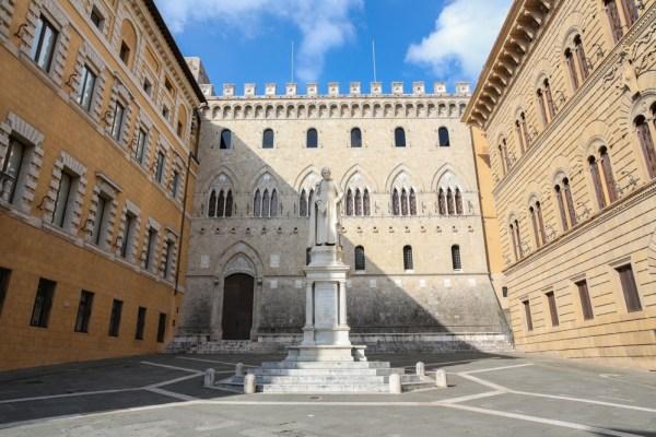 Estátua a Sallusto Bandini em Siena - Região da Toscana