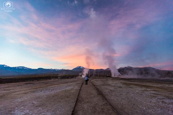 Amanhecer nos Geysers Del Tatio no Roteiro do Atacama