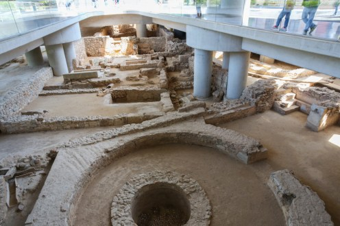 Ruínas no Museu de Acrópole em Atenas