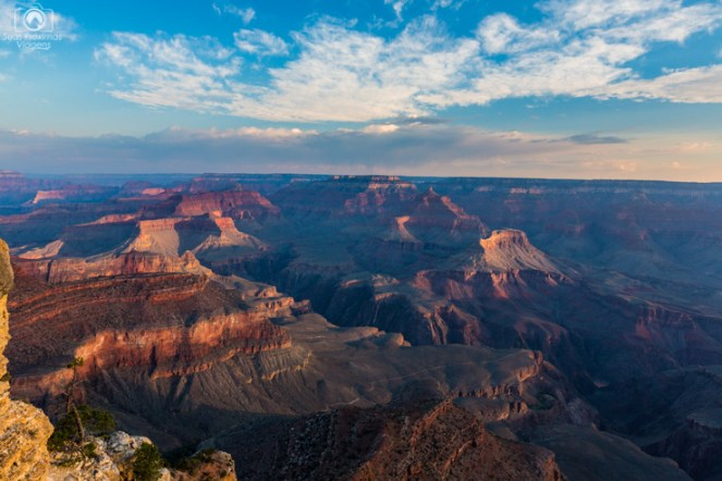 Amanhecer no Yavapai Point no Parque Grand Canyon