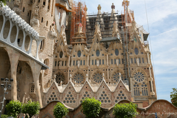 Lateral da Sagrada Família em Barcelona