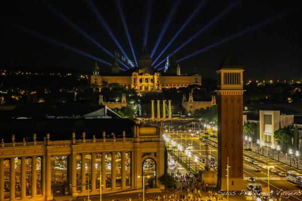 Vista do Parc de Montjuic à noite em Barcelona