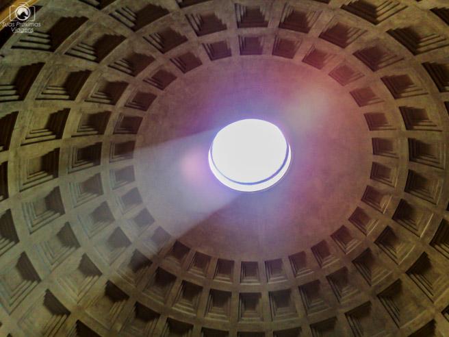 Vão no teto do Pantheon em o que fazer em Roma