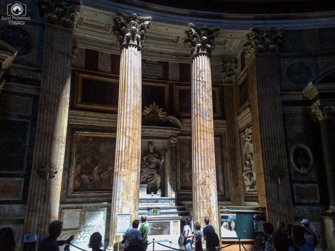 Interior do Pantheon onde incide o sol em o que fazer em Roma