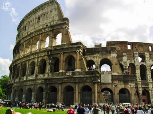 Fachada do Coliseu em o que fazer em Roma