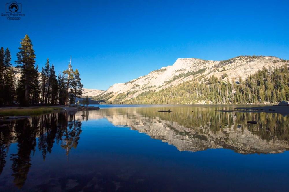 O belo lago Tenaya no Yosemite, um dos Parques Nacionais