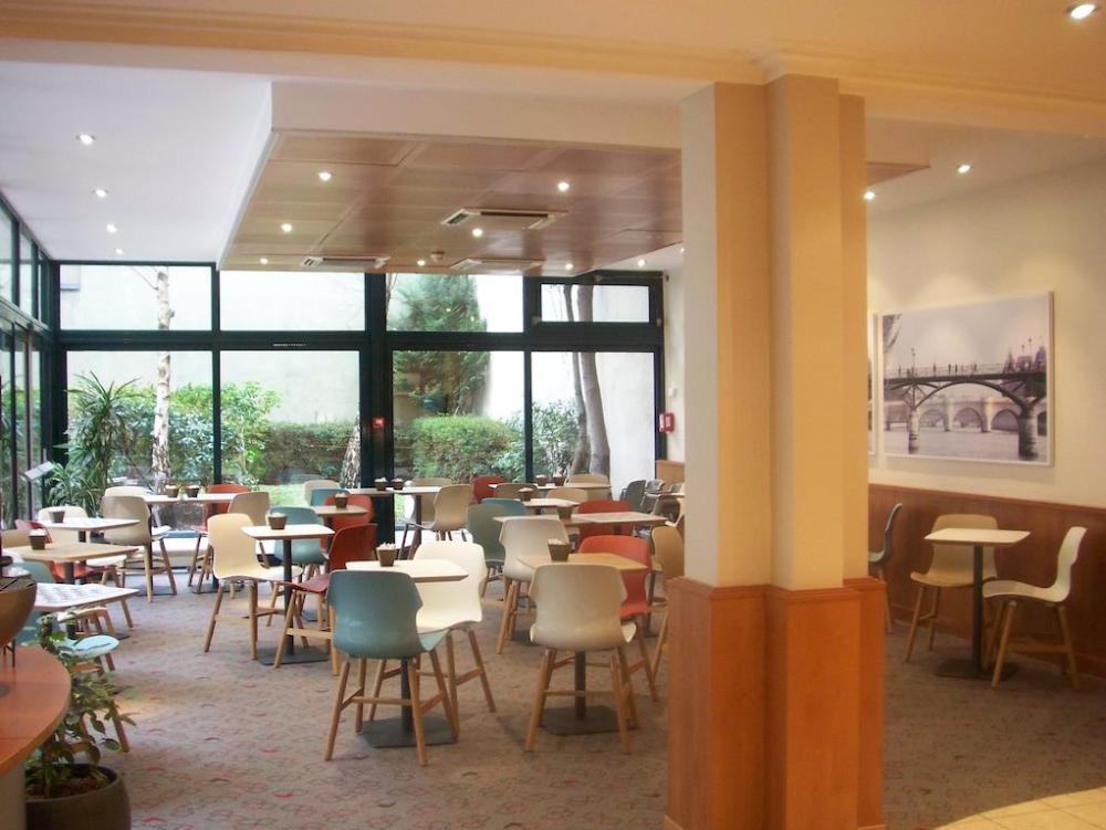 Restaurante do IBIS em viagem para Paris