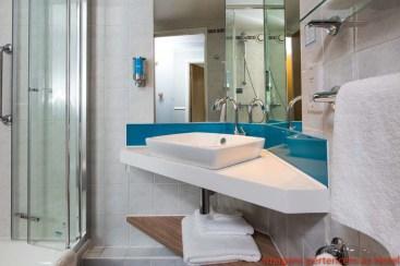 Banheiro do Quarto Holiday Inn em Onde Se Hospedar em Londres