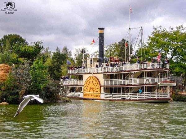 Passeio de Barco na Disneyland Paris