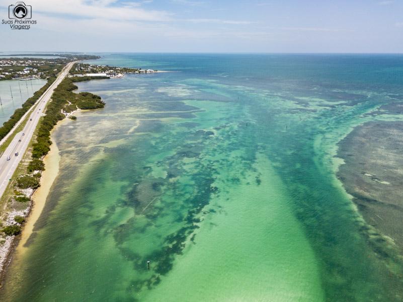 Oceano cortado pela US1 nos Florida Keys