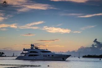 """""""Pequena"""" embarcação no Pôr do Sol em Key West"""