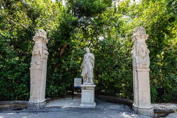 Esculturas nos Jardins do Vizcaya Gardens em o que fazer em Miami