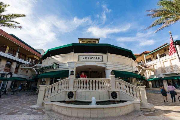 Fachada do Cocowalk em Compras em Miami