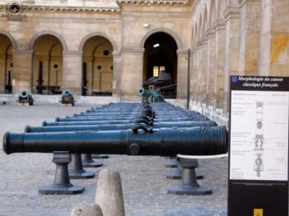 Canhões na Entrada dos Invalides em O Que Fazer em Paris