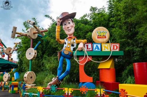 Entrada da Toy Story Land no Hollywood Studios nos Parques da Disney