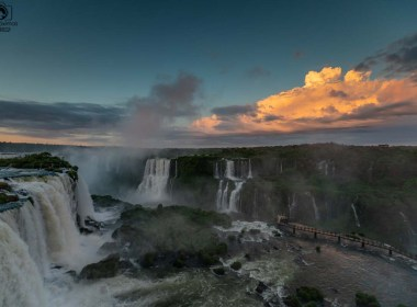 Vista das Cataratas do Iguaçu ao Amanhecer