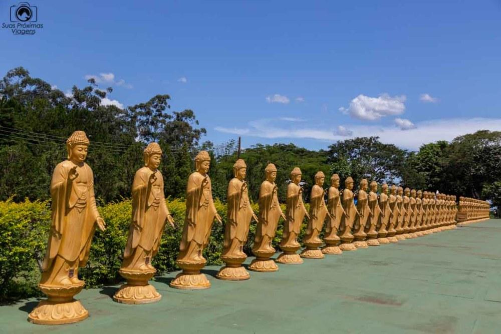 Imagem dos defensores do templo budista em Foz do Iguaçu
